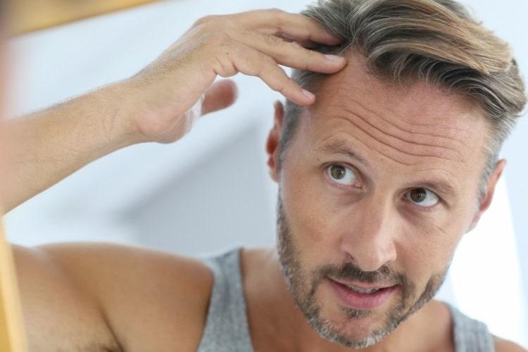 Odsiwianie włosów męskich